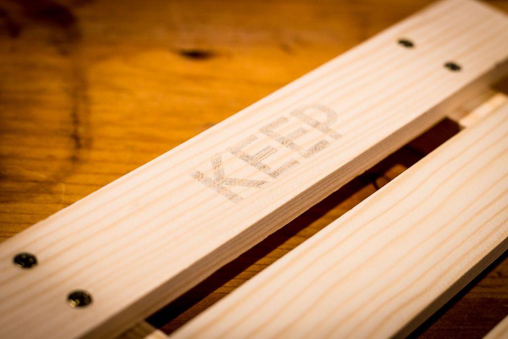 Schrift auf dem Holz
